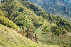Höhlen in Sioni-Dorf, Kazbegi-Bezirk, Mtskheta-Mtianetiregion Lizenzfreie Stockfotografie