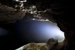 Höhlendetail mit Licht auf Kalksteinbildungen Lizenzfreie Stockfotos