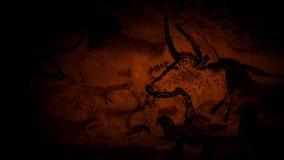 Höhlenmalereien von Tieren durch Feuerschein stock video footage