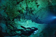 Höhlentaucher stockfotografie
