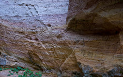 Höhlewand mit Carvings Stockbild