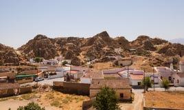Höhlt Häuser von Guadix aus Stockbilder