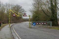 Höjdbegränsning på en väg Royaltyfri Bild