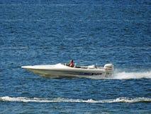 Höjdpunkt driven snabb motorbåt Arkivfoto