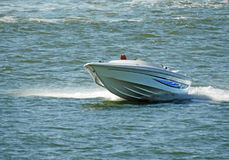 Höjdpunkt driven snabb motorbåt Royaltyfri Fotografi