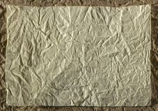 Höjdpunkt specificerad abstrakt förpackande guling rynkad pappers- textur Royaltyfri Bild