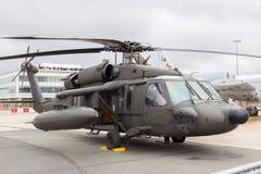Hökhelikopter för svart UH-60 Arkivfoton
