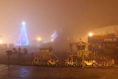 Höllenanziehungskräfte für Kinder am Nebel in der Nacht Lizenzfreies Stockfoto