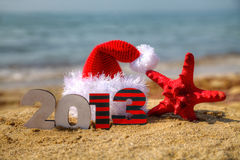 Hölzerne 2013-Jahr-Zahl und Sankt Hut Stockbild