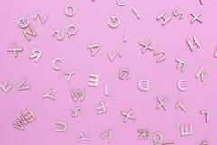 Hölzerne ABC-Alphabetbuchstaben stockbilder
