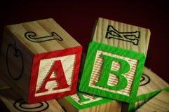 Hölzerne Alphabet-Blöcke Stockfotografie