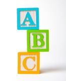 Hölzerne Alphabetblöcke gestapelt Lizenzfreies Stockbild