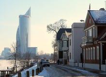 """Hölzerne Architektur in der Stadt von Riga Insel Ä¶Ä """"psala Stockfoto"""