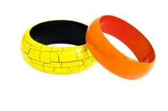 Hölzerne Armbänder getrennt auf Weiß Lizenzfreie Stockbilder