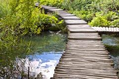 Hölzerne Bahn - Plitvice Seen, Kroatien. Lizenzfreie Stockfotos