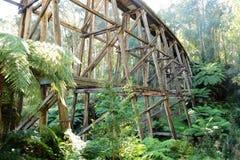 Hölzerne Bahnbrücke Stockbilder