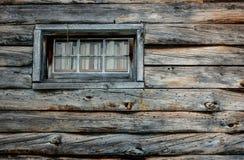 Hölzerne Beschaffenheit, Blockhausfenster Stockbild
