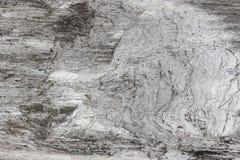Hölzerne Beschaffenheit Graues Bauholzbrett mit verwitterten Sprungslinien Natürlicher Hintergrund für schäbiges schickes Design  Stockfotografie