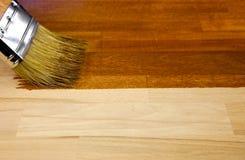 Hölzerne Beschaffenheit und Malerpinsel/Hausarbeit Stockfotografie