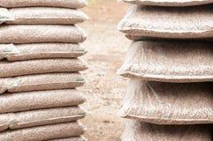 Hölzerne Biomassekugeln Stockbild