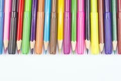 Hölzerne Bleistifte und Filzstifte Lizenzfreie Stockfotos