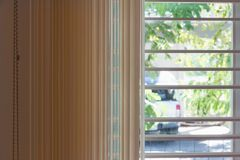 Hölzerne blinde Beleuchtung Browns im Freien Lizenzfreies Stockbild