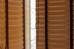 Hölzerne blinde Beleuchtung Browns im Freien Stockfoto