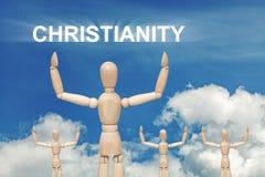 Hölzerne blinde Marionette auf Himmelhintergrund mit Text CHRISTENTUM Stockbilder