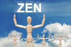 Hölzerne blinde Marionette auf Himmelhintergrund mit Text ZEN Stockfotos