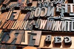 Hölzerne Blockdruckenpressezeichen. Stockfotografie