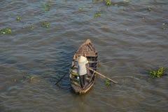 Hölzerne Boote auf dem Mekong lizenzfreie stockfotos