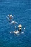 Hölzerne Boote im Meer nahe Amed auf Bali, Indonesien Lizenzfreie Stockbilder