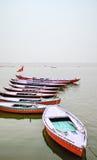 Hölzerne Boote, Varanasi, Rajasthan, Indien Stockfotos