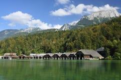 Hölzerne Boots-Hallen auf Konigssee Lizenzfreies Stockbild
