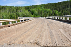 Hölzerne Brücke mit Kurve Lizenzfreies Stockbild