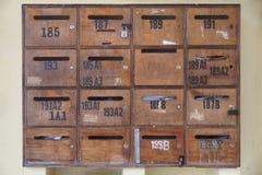 Hölzerne Briefkästen - Hintergrund Lizenzfreie Stockfotos