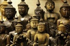 Hölzerne Buddha-Statuen Stockbild