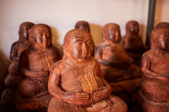 Hölzerne Buddha-Statuenzahlen in Thailand Lizenzfreies Stockfoto