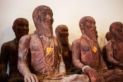 Hölzerne Buddha-Statuenzahlen in Thailand Stockbild