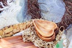 Hölzerne Dekorationen auf einem Picknick Stockfotografie