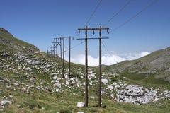 Hölzerne elektrische Pole Stockbild