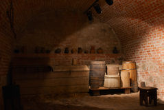 Hölzerne Fässer an einem Keller Lizenzfreie Stockfotografie