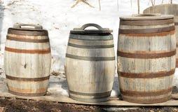 Hölzerne Fässer für Ahornholz-Sirup Lizenzfreie Stockfotos