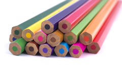 Hölzerne farbige Bleistifte Lizenzfreie Stockfotografie