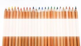 Hölzerne farbige Bleistifte und Raum für Grafik auf weißem Hintergrund Lizenzfreie Stockbilder
