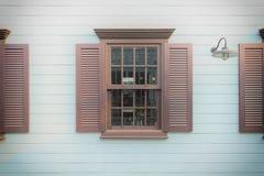 Hölzerne Fenster Browns Lizenzfreies Stockfoto