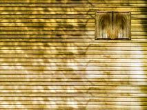hölzerne Fenster- und Holzwand Stockfotografie
