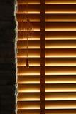 Hölzerne Fenster-Vorhänge Lizenzfreie Stockbilder