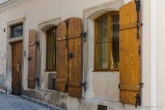 Hölzerne Fensterläden der Weinlese Stockfoto