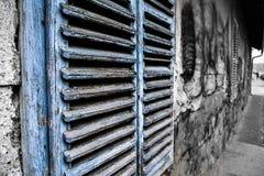 Hölzerne Fenstertüren Lizenzfreies Stockfoto